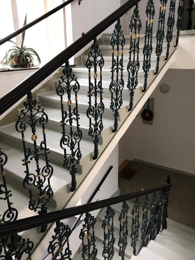 Versiegelung von gekröpften Stufen in der Altbausanierung